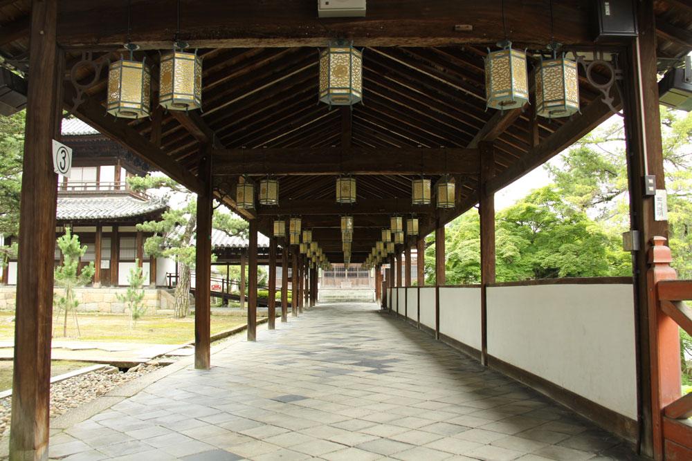 出典 : http://www.rakuten.ne.jp/gold/kyogashi/saijiki/100621manpukuji/