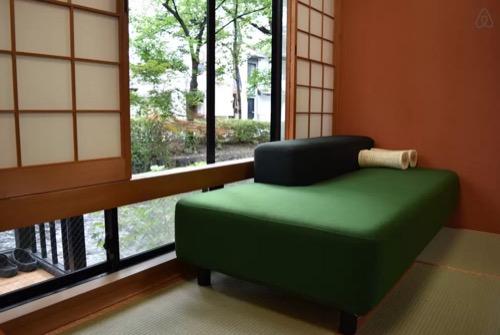 純和風!部屋から高瀬川が眺められるスペシャルルーム | Airbnb