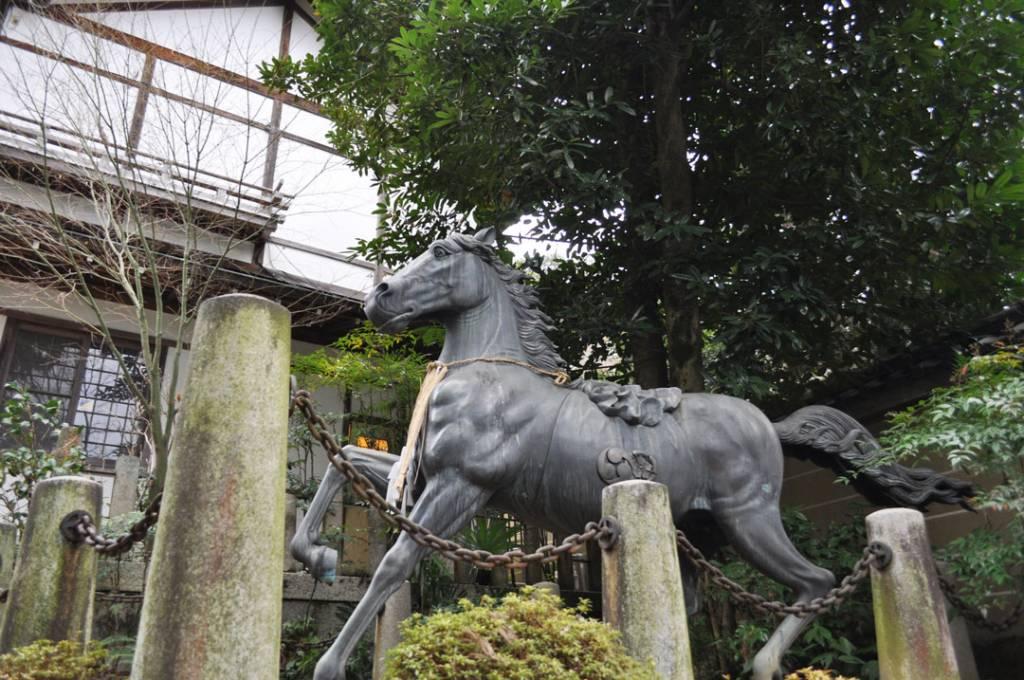 馬の銅像画像